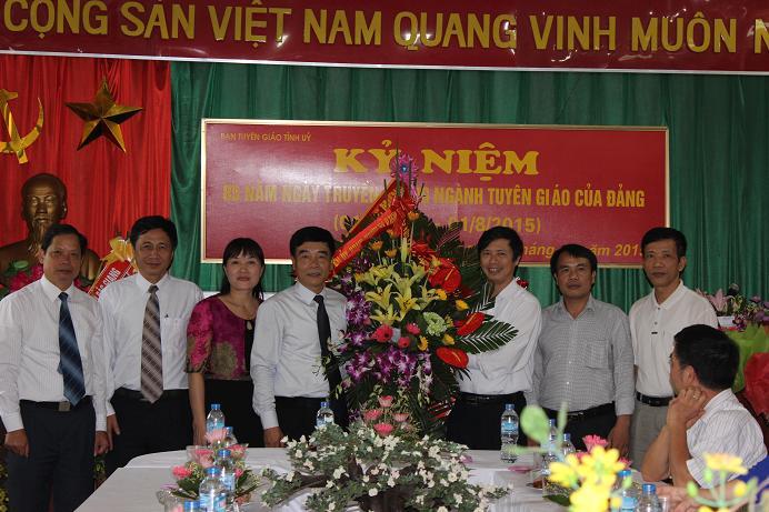 Lãnh đạo Ban Tuyên giáo Huyện ủy Việt Yên chúc mừng
